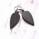 Fekete pöttyös levél - leveles fülbevaló, A fülbevaló a következő anyagokból készült:...