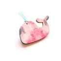 Rózsaszín mintás bálna - kitűző - Woody kollekció, A kitűző a következő anyagokból készült:   ...