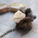 Szürke és fehér - design ékszer - nyaklánc pipacsokkal, A nyaklánc a következő anyagokból készült:  ...