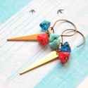 Háromszög kék-piros virágokkal - fülbevaló, A fülbevaló a következő anyagokból készült:...
