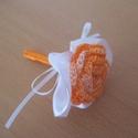 Vőlegény kitűző, Dekoráció, Esküvő, Esküvői dekoráció, Esküvői csokor, Ez a  vőlegénykitűző narancs színátmenetes horgolt rózsából készült, melynek palástját ..., Meska