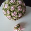 Esküvői szett, Dekoráció, Esküvő, Csokor, Esküvői csokor, Horgolás, Egyéni elképzelés alapján készült ez a rózsaszín-ombrezöld örökcsokor a hozzáillő kitűzővel. A  róz..., Meska
