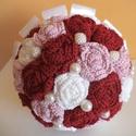 Bordó-lila-fehér örökcsokor , Dekoráció, Esküvő, Esküvői csokor, Csokor, Horgolás, Ez a csokor horgolt virágokból áll, a rózsákat 3 különböző színű horgolócérnából készítettem. Gyöng..., Meska