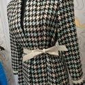 Átmeneti tyúklábmintás kabát, Ruha, divat, cipő, Női ruha, Kabát, Eladó egy kockás szövet anyagból készített kabát.  Térdig érő, 36-38-as méretre is jó. Síma kötözős...., Meska