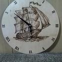 Pirográf hajós óra, Otthon, lakberendezés, Dekoráció, Férfiaknak, Falióra, óra, 25cm átmérőjű, 3mm vastagságú óra, pirográf technikával díszítve. Több rétegben lakkal ..., Meska