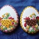 """""""Pipi pár"""", Dekoráció, Húsvéti apróságok, Ünnepi dekoráció, Dísz, Mézeskalácssütés, 2 darabos, színes (kb. 9x12 cm-es),  mázas, apró virággal díszített húsvéti csomag.  EGYÉNI ELKÉPZE..., Meska"""