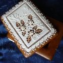 Hófehérmézeskalács doboz, Dekoráció, Dísz, Mézeskalácssütés, 20x15 cm-es, magassága kb. 8 cm, mázas, írókás, gyönggyel díszített doboz. Benne bármilyen meglepet..., Meska