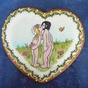 Esküvői ajándékátadó szív, Dekoráció, Esküvő, Dísz, Nászajándék, Mézeskalácssütés, Festett tárgyak, 19x18 cm-es mázas, írókás, festett Ádámot és Évát ábrázoló szív. Az ifjú párnak szánt ajándék átadá..., Meska