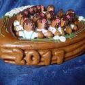 Ballagási ajándék, Dekoráció, Baba-mama-gyerek, Ünnepi dekoráció, Mézeskalácssütés, Szív alakú dobozban gyermekfigurák, amelyek a kicsiket jelképezik.  A doboz oldalán a ballagási év ..., Meska