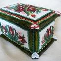 Tulipános ládikó mézeskalácsból, Dekoráció, Magyar motívumokkal, Dísz, Mézeskalácssütés, 11x16 cm-es, magassága kb. 10 cm, mázas, írókás, gyönggyel díszített doboz. Benne bármilyen meglepe..., Meska