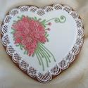 Rózsás szív, Dekoráció, Dísz, Ünnepi dekoráció, Mézeskalácssütés, 19x18 cm-es mázas, írókás rózsával díszített szív.  Kívánság szerint bármilyen színű virággal elkés..., Meska