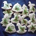Magyal mintás karácsonyfadíszek vagy ajándékkísérők , Dekoráció, Ünnepi dekoráció, Karácsonyi, adventi apróságok, Karácsonyfadísz, Mézeskalácssütés, 12 darabos, különböző méretű (6-7-8 cm-esek), fehér mázas karácsonyfadíszek. Kívánság szerint a cso..., Meska