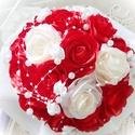 Rózsacsokor, Dekoráció, Ünnepi dekoráció, Csokor, Mindenmás, Ez a piros, fehér és krémszínnel,  szatén szalagokból készült rózsacsokor bármilyen alkalomra válas..., Meska