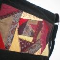 Crazy patchwork női táskán , Táska, Válltáska, oldaltáska, Rendelhető táska, melynek elejét drapp, krémsárga, lila és bordó textíliákkal, gyöngyökkel és csipké..., Meska