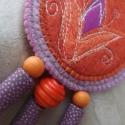 CsakRád nyaklánc - tulipános, Ékszer, óra, Nyaklánc, Új kollekciómból adok itt ízelítőt: ezt a textilékszert gyapjúfilc alapra készítettem, szabad gépi t..., Meska