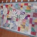 Virágos falvédő sok-sok kicsi részből, Dekoráció, Otthon, lakberendezés, Lakástextil, Falvédő, Aprólékos munkával készült egyedi falvédő: a 237 kis textilnégyzetből /háromszögből készült színes a..., Meska