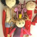Család - figurák gyermekrajz alapján, Baba-mama-gyerek, Játék, Plüssállat, rongyjáték, A figura az általatok küldött rajzok alapján készül, puha lesz és szerethető :) A megjelölt ár átlag..., Meska