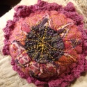 Rózsa - kitűző, Ékszer, óra, Bross, kitűző, Textilékszer a táskádra, kabátodra... ... ha szereted a virágokat.  Igényes kivitelezésű textil kitű..., Meska