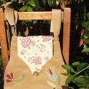 Tulipános-madaras táska (drapp), Táska, Válltáska, oldaltáska, Kecses ívű (körte alakú) kordbársony táskát készítettem. Alja textilbőr, testét zöld-bordó madárka i..., Meska