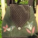 Tulipános-madaras táska (zöld), Táska, Válltáska, oldaltáska, Kecses ívű (körte alakú) kordbársony táskát készítettem. Testét zöld-bordó madárka illetve tulipán a..., Meska