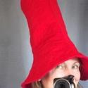Rumcájsz kalap, Ugye ismerős? Piros, vidám, mesebeli kalap, Mank...