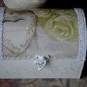 Csipkés- rózsás ládikó esküvőre..., Esküvő, Nászajándék, Decoupage, transzfer és szalvétatechnika, Csipkés-rózsás ládikó, elején és oldalán diszkrét díszítéssel. Esküvőre kisebb ajándék, vagy pénz á..., Meska