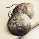 maszk - maratott korong fülbevaló, Ékszer, Fülbevaló, Ékszerkészítés, Fémmegmunkálás, saját készítésű, maori maszk mintával maratott vörösréz lemezből készítettem nagy méretű, egyszerű ..., Meska