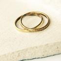 sárgaréz duó - vörösréz gyűrű, Ékszer, Gyűrű, két vékony sárgaréz gyűrű párban egy fényesre polírozott  és egy kalapált felületű.  belső átmérője:..., Meska