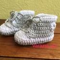 """Horgolt baba cipő """"Convers"""", Baba-mama-gyerek, Ruha, divat, cipő, Gyerekruha, Cipő, papucs, Kényelmes,tartós babacipő a hétköznapokra!   A cipőt könnyen fel lehet húzni a baba lábára,megköthet..., Meska"""