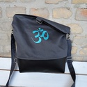 TÜRKIZKÉK OM mintás  táska hátizsák  kettő az egyben , Táska, Válltáska, oldaltáska, Varrás, Hímzés, Hímzett OM mintás  táska. Kétféleképpen is lehet hordani: táska és hátizsák.Anyaga textilbőr és erő..., Meska