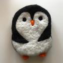 Pingvin - nemezelt párna, Baba-mama-gyerek, Dekoráció, Játék, Gyerekszoba, Nemezelés, Puha nemezgyapjúból tűnemezeléssel készített párna, gyerekjáték. Gyerekjátéknak, alvókának, kabalán..., Meska
