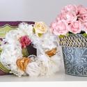 Vintage ajtódísz, Dekoráció, Esküvő, Dísz, Esküvői dekoráció, Varrás, Virágkötés, Ezen a gazdagon díszített ajtódíszen számtalan kézzel készített, gyöngy- és kristályközepű csipke- ..., Meska