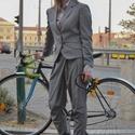 Női bringás kosztüm, Ruha, divat, cipő, Női ruha, Kosztüm, Nadrág, Varrás, Kosztüm ami abban tér el az átlagostól,hogy a fazon bringázáshoz lett kialakítva.A blézer háta kiny..., Meska