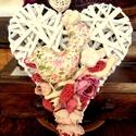 Szív alakú kopogtató, Dekoráció, Virágkötés, Szív alakú vessző alapra készült ajtódísz 24x20 cm, Meska