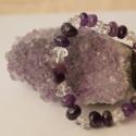 Lila-fehér karkötő / Purple-white bracelet , Ékszer, Karkötő, A karkötő ametiszt és hegyikristály ásvány nuggetekből készült. Erős gumi damilra fűztem.   Ametiszt..., Meska