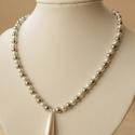 Harmatcsepp nyaklánc / Dewdrops necklace, Ékszer, óra, Esküvő, Nyaklánc, Esküvői ékszer, Mint a harmatcsepp, olyan üde és tiszta ez a fehér-ezüst kombináció. A nyakláncot 6 mm-es fehér és e..., Meska