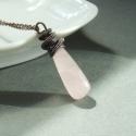 Rózsakvarc réz nyaklánc rózsaszín ásvány ékszer, Rózsakvarc hosszúkás cseppet rézzel vontam kö...