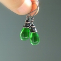 Zöld üveg csepp réz fülbevaló antikolt ékszer, A zöld fülbevalót kiváló minőségű csepp al...