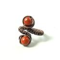 Vörös jáspis gyöngyös gyűrű antikolt réz ásvány ékszer, Ékszer, Gyűrű, Réz drótot hajlítottam és a gyűrűt tégla vörös jáspis gyöngyökkel díszítettem. Az ásvány ékszeren a ..., Meska