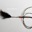 Fekete tollas végződésű lánc / 1A-009, Ékszer, óra, Esküvő, Ruha, divat, cipő, Nyaklánc, Ékszerkészítés, Gyöngyfűzés, Hosszú, végén tollban végződő, a zárt kör részén irizáló szalmagyöngy elemekből, valamint  matt, fe..., Meska