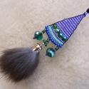 Hideg-nem rideg!- füli, Ékszer, Nyaklánc,   Szürke nyúlszőr bojt fityeg a füli alján... A háromszög forma alsó részein a hideg zöld, kék színe..., Meska