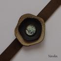 Bőr karkötő, Ékszer, Karkötő, Valódi bőr felhasználásával készült karkötő, melyre üvegfestékkel készítettem fém alapra 12 mm-es ki..., Meska