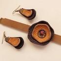 Bőr karkötő és fülbevaló, Ékszer, Karkötő, Fülbevaló, Valódi bőr felhasználásával készült fülbevaló és karkötő, melyre üvegfestékkel készítettem fém alapr..., Meska