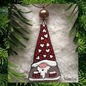 Manócska karácsonyfadísz, ajándékkísérő, ablakdísz, Dekoráció, Ünnepi dekoráció, Karácsonyi, adventi apróságok, Karácsonyfadísz, Ezt a 7 cm-es, kedves kis manót üvegből, gyöngyből és ékszeralkatrészekből készítettem, r..., Meska