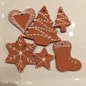 Kerámia karácsonyfadíszek, Dekoráció, Karácsonyi, adventi apróságok, Ünnepi dekoráció, Karácsonyfadísz, Kerámia, Mézeskalács ihletésű karácsonyfadíszek (5+1 db), vörösre égő agyagból, pentart fehér kontúrozóval d..., Meska