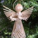 Szalma angyal - karácsonyfadísz, A szalmából készült angyal finoman kidolgozott...
