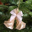 Szalma csengő - karácsonyfadísz, Két csengőt formázó karácsonyfadísz, amelyet...