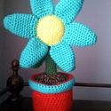 Horgolt cserepes virág, Otthon, lakberendezés, Dekoráció, Dísz, Pamut és akril fonalból horgoltam ezt a virágot, belsejét vatelinnel és szivaccsal tömtem ki. ..., Meska