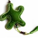 Tengeri csillag - hímzett filc függődísz, Baba-mama-gyerek, Dekoráció, Gyerekszoba, Ajtódísz, kopogtató, Gondosan hímzett zöld filc tengeri csillag, melynek belsejében csörgő van. Szaténszalagból készített..., Meska