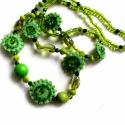 Zöld bogyók - nyaklánc, Ékszer, óra, Nyaklánc, Zöld gyöngyökből és filc díszekből álló nyaklánc. Üveg és fagyöngyöket is használtam,..., Meska